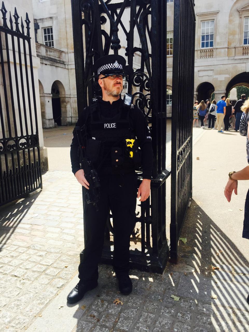 Modeling toys:1/6 british metropolitan police service - armed police officer-img_2190-jpg